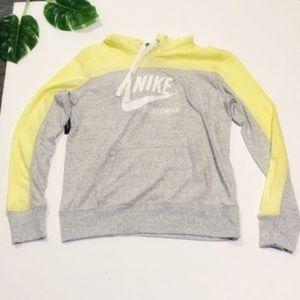 Nike jacket with hood Medium